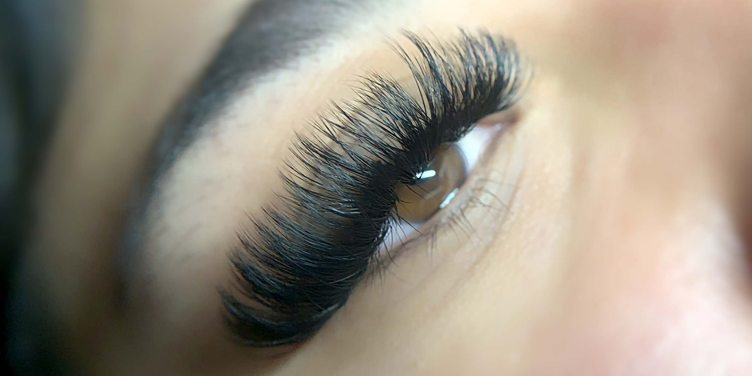 hero-eyelash-extensions-closeup-mobile